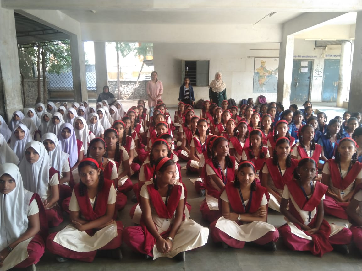 Inamdar school girls with our volunteers