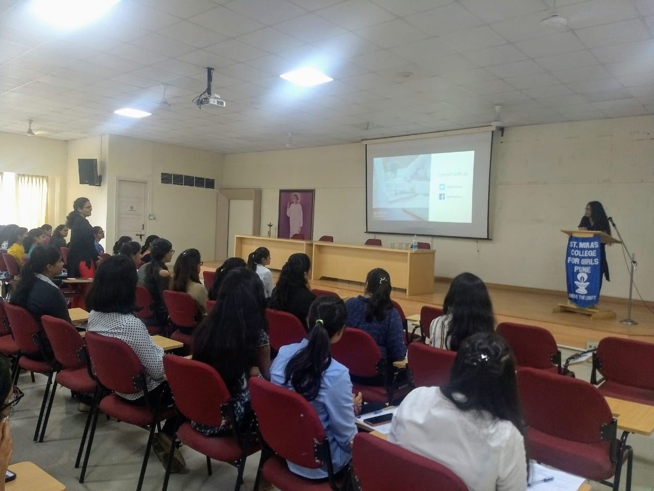 Miss Pooja of GoMo Group conducting orientation for the candidates