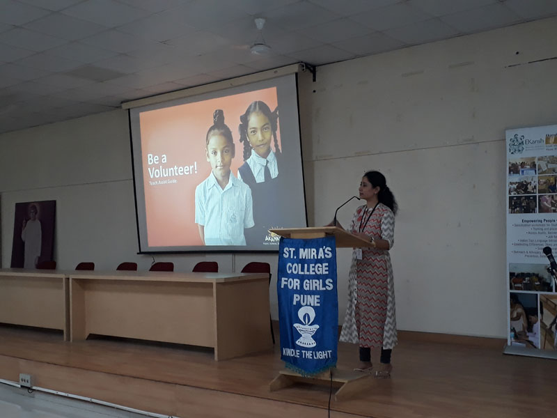 Ms. Bhavana Diwedi from Akanksha Foundation - Orienting Students about Volunteering (2018-19)