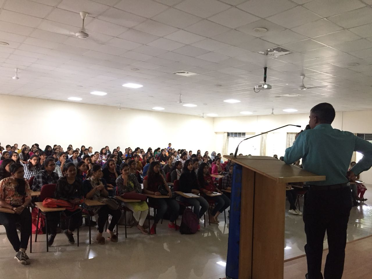 Students interacting with Mr. James Mathew
