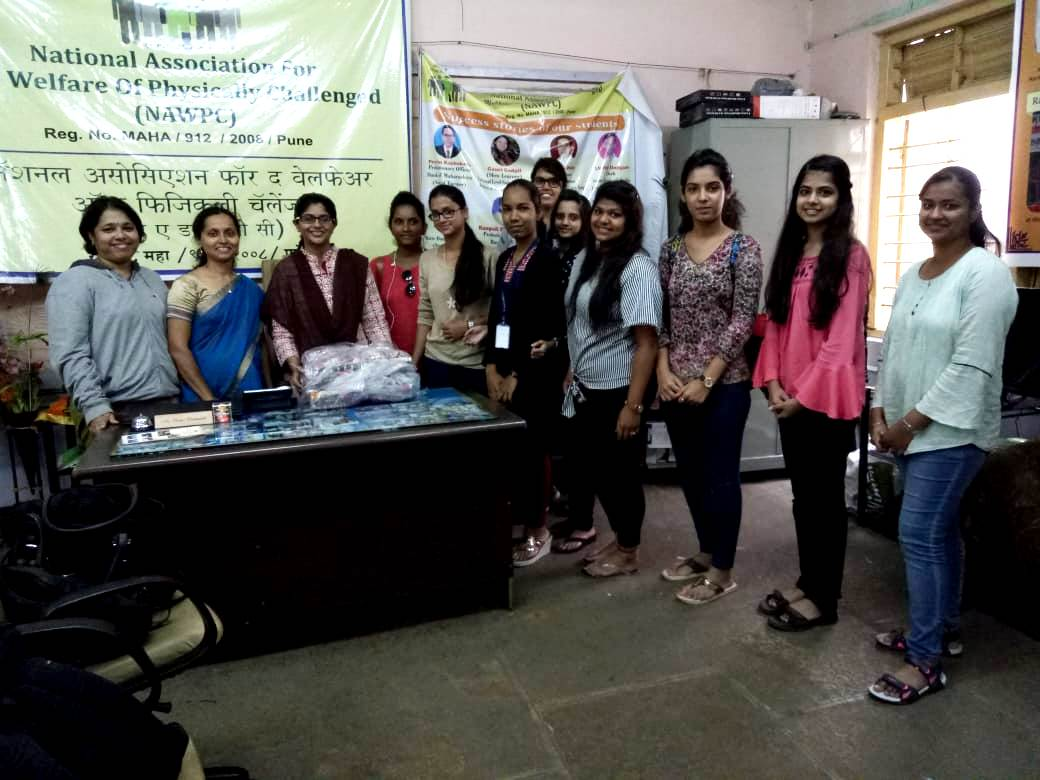 NSS Vounteers with Mrs. Deshmukh