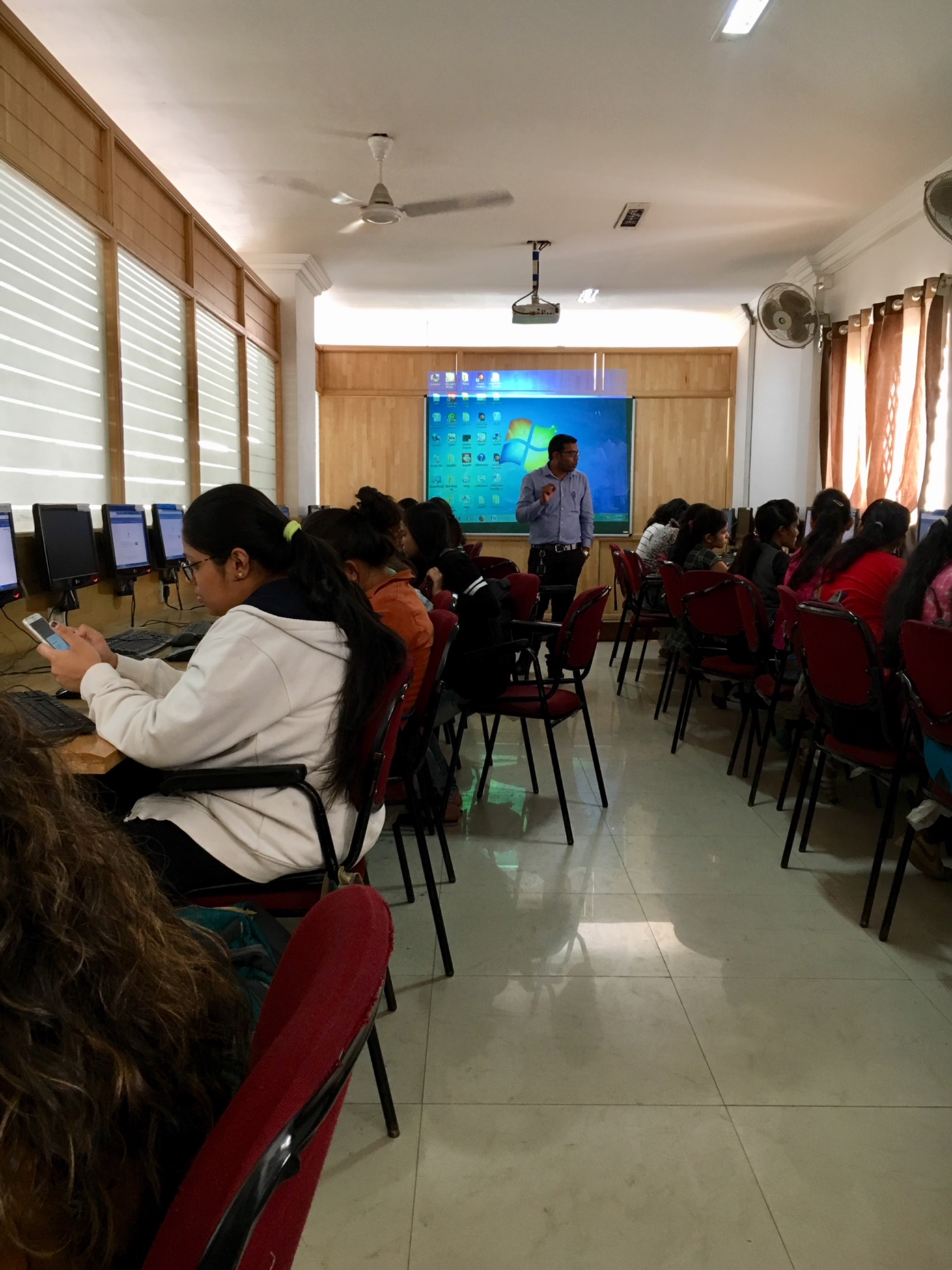 Students learing how to access databases on mobile phones